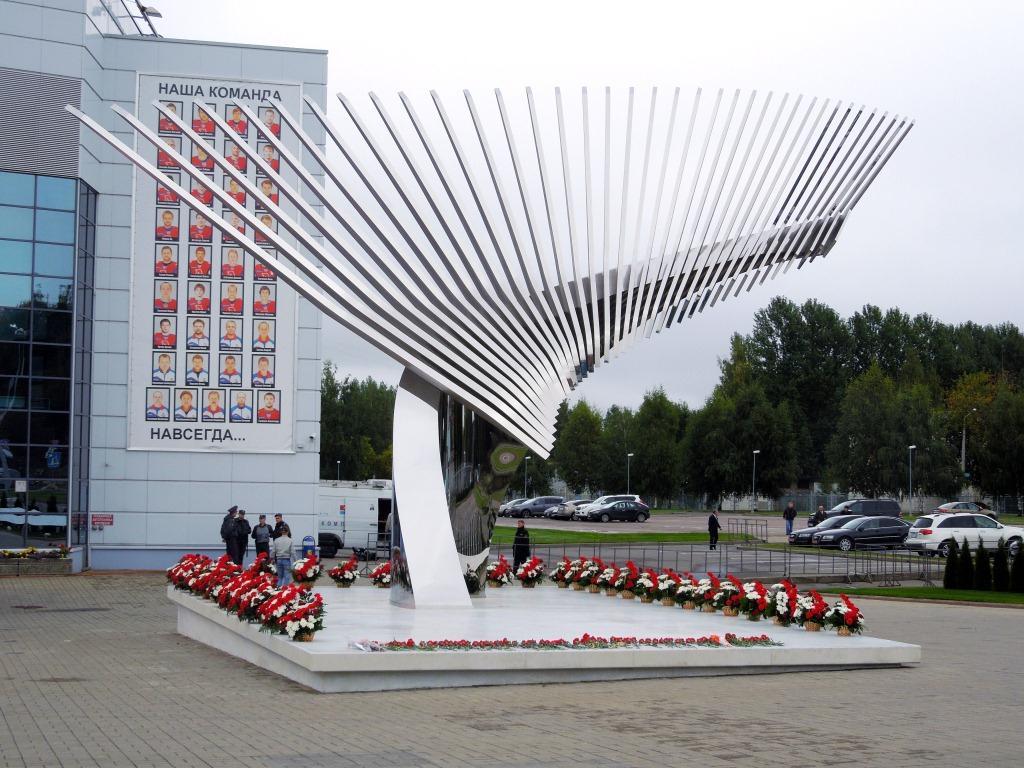 В Ярославле открыли памятник хоккейной команде «Локомотив-Ярославль»,  выполненный по эскизам ивановских скульпторов | Новости Иваново - БезФормата